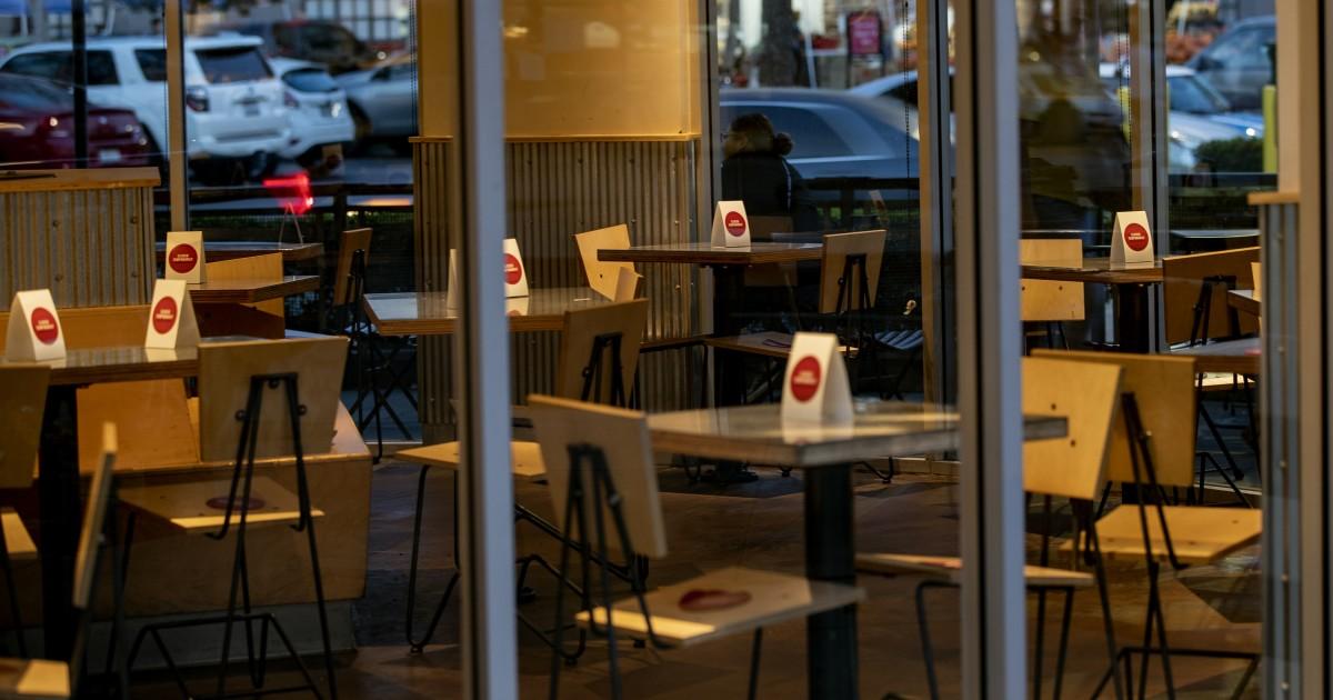 一家Chipotle在疫情期間關閉室內用餐區。洛杉磯時報