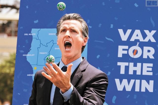 州長紐森力推打疫苗中大獎計劃,本周二在南加州環球影城抽出10個各150萬元大獎。美聯社資料圖片