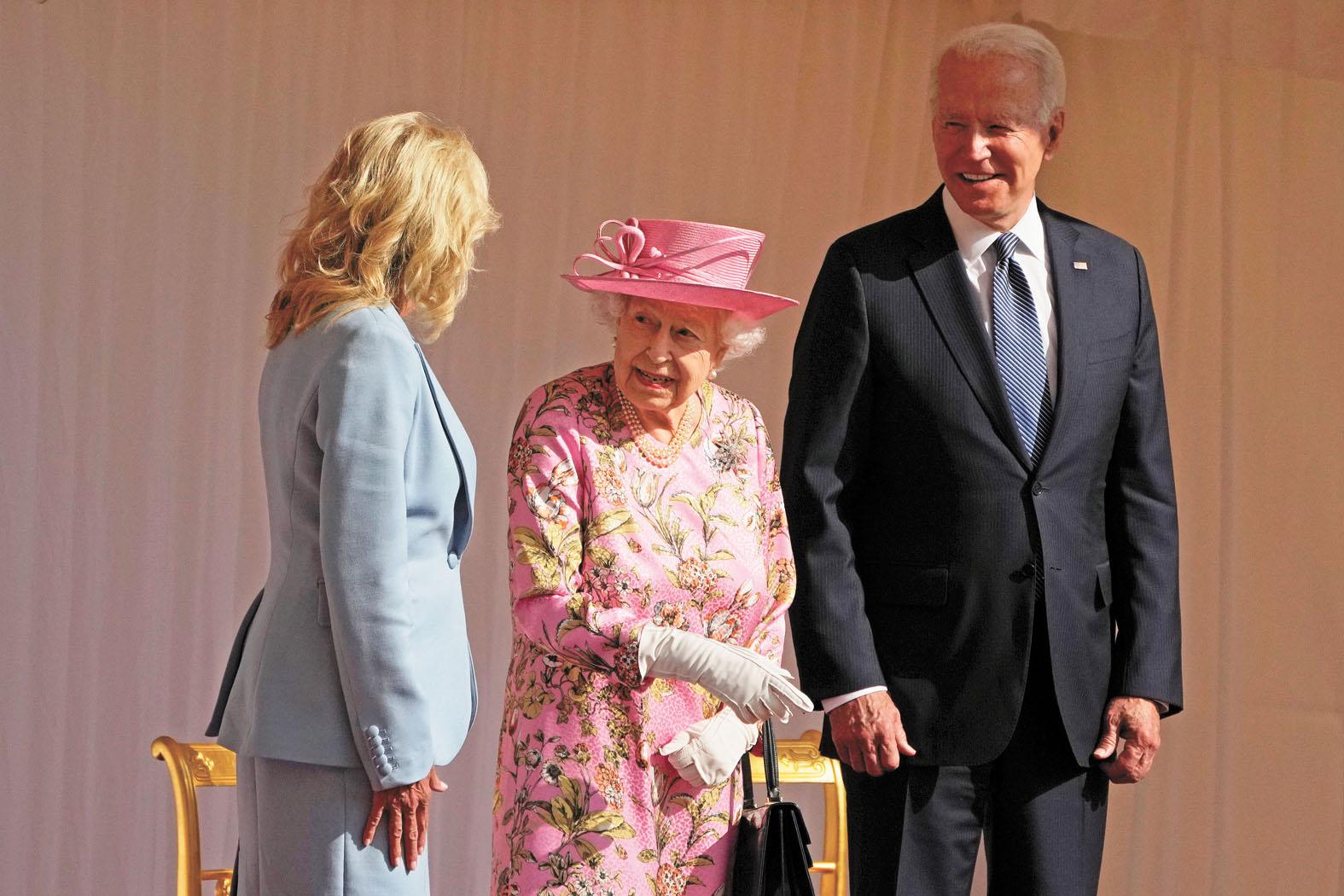 G7集團峰會結束後,拜登夫婦去見了英國女王。美聯社