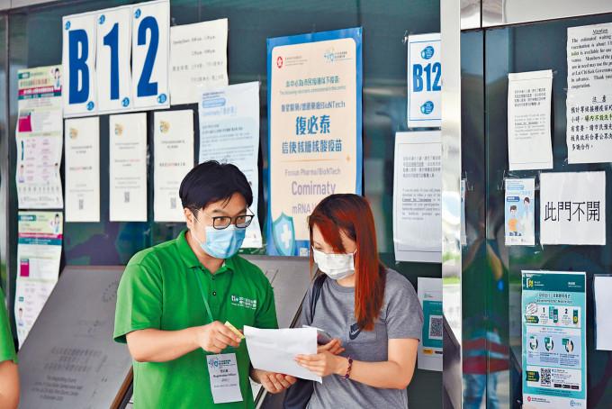 專家提議政府,批准已完成疫苗接種的市民,在室外免戴口罩。