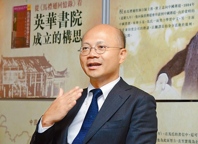 英華書院校長鄭鈞傑證實,新學年有十多名教師離職。