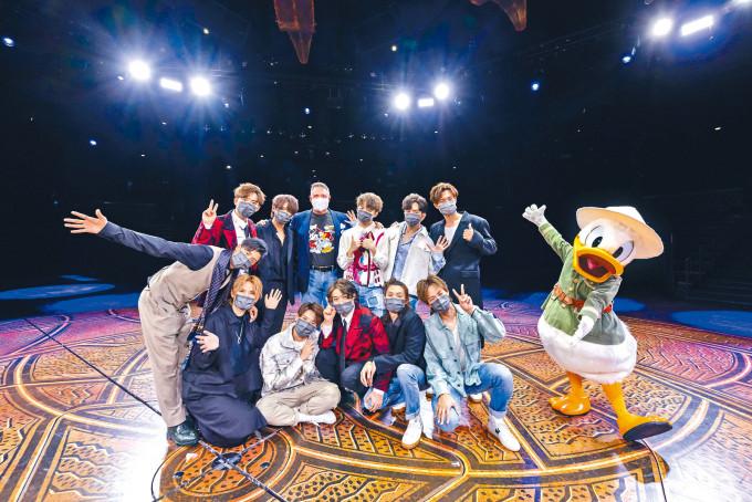MIRROR到主題樂園拍攝MV。