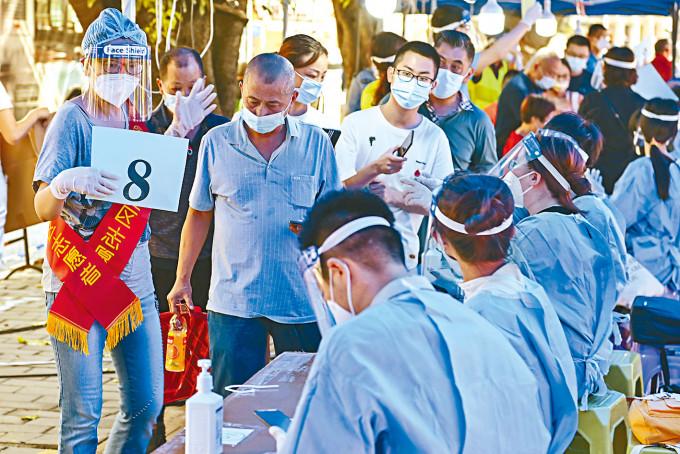 廣州繼續進行大規模核酸檢測。