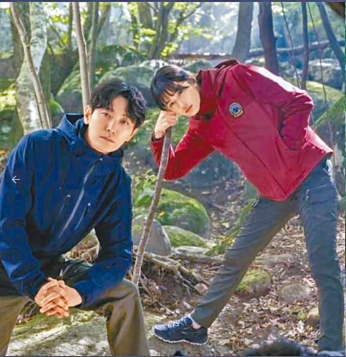 全智賢與朱智勛合演的《智異山》拍足9個月,將於本月底煞科。