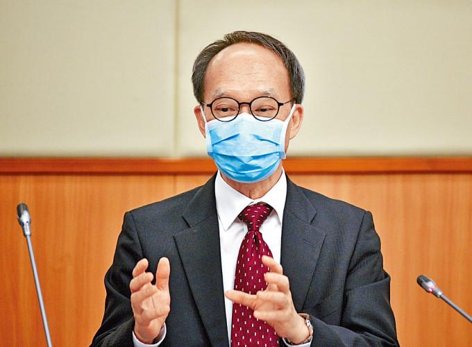 劉宇隆指專家返母校向學生解說,有助釋除打針的疑慮。