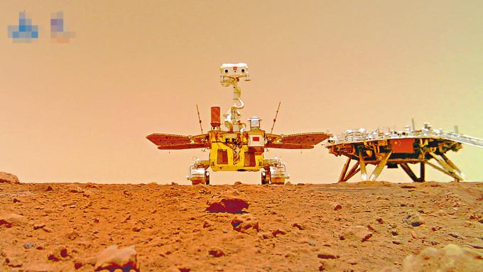 利用分離相機,火星車「祝融號」(左)和陸平台成功合影。