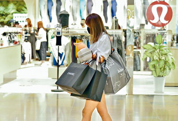 市民可合併使用消費券內金額,購買較貴貨品。