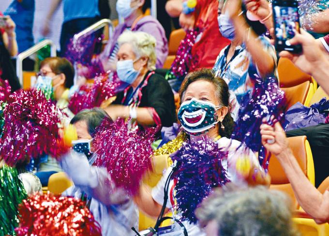 團體舉辦《耆舞派對》匯演,盼讓長者在疫情下尋回正能量。