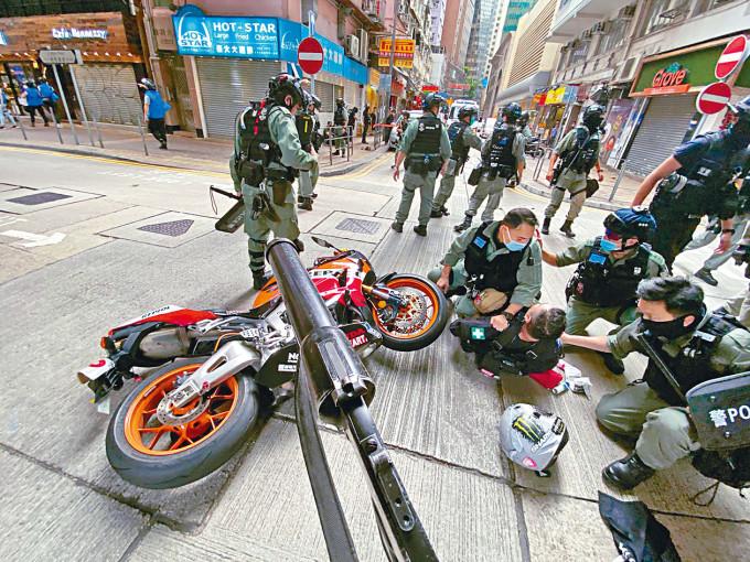 電單車司機唐英傑,成為涉違反《國安法》首名被告。