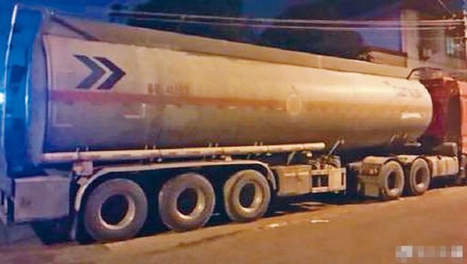 發生化學品泄漏的貨車。