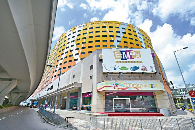 九龍灣國際展貿中心由億京牽頭財團鯨吞,將投資約二百億,重建綜合商場及寫字樓項目。