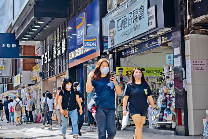 疫情放緩下零售市道轉旺,商店紛於旅遊區覓新鋪,當中包括手機配件專門店等。