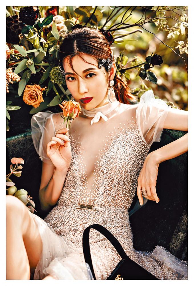 陳自瑤飾演臥底女警,潛入選美賽事中查案。