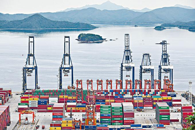 深圳鹽田港今日起全面恢復運作。
