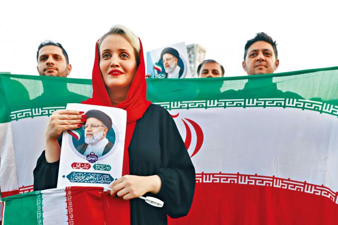 民眾上周六在德黑蘭集會,慶祝萊希當選總統。