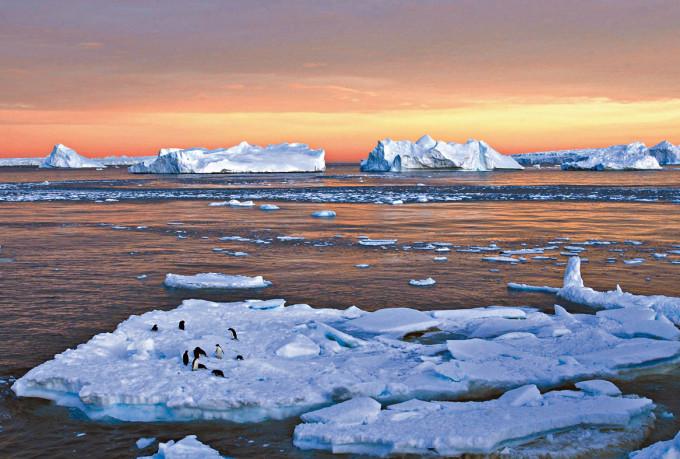 南極洲被南冰洋包圍。
