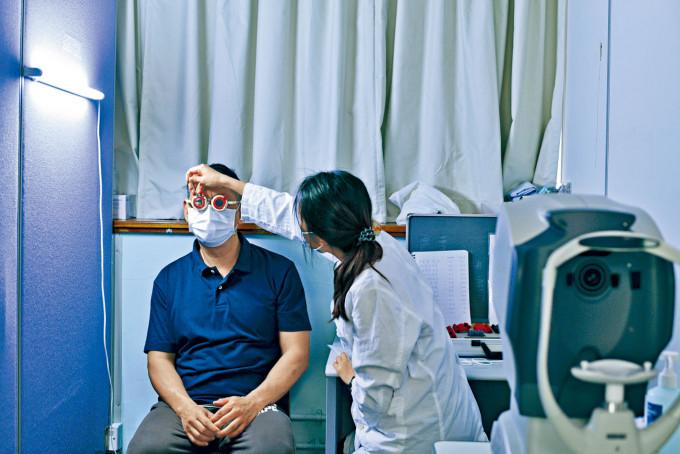 南區區議會眼科服務,惠及當區居民。