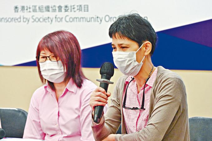 戴女士(左)憶述來港初期的生活尤為艱難。