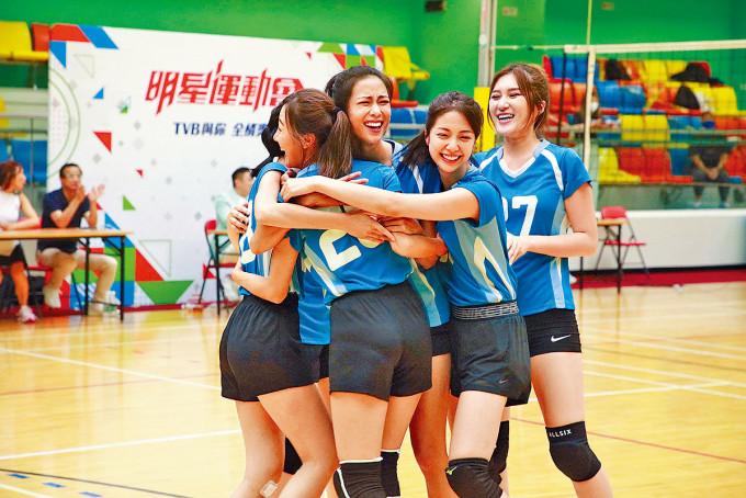 朱智賢、劉穎鏇代表的藍隊表現出色。