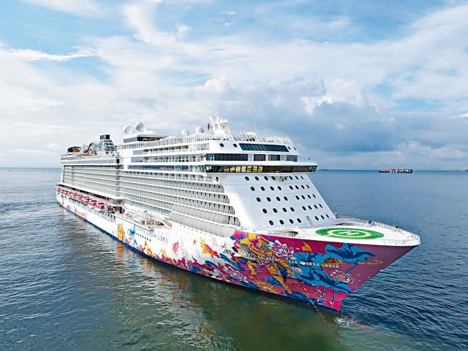 「雲頂夢號」抵達本港水域。