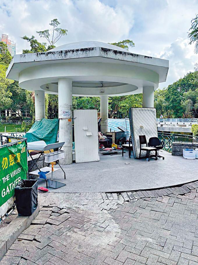 通州街公園涼亭被「越南幫」霸佔及收藏武器。