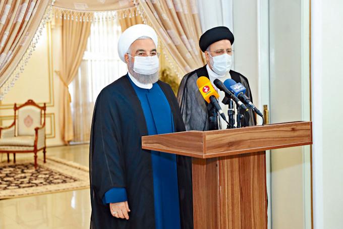 萊希(右)昨日與即將卸任總統的魯哈尼一起出席記者會。