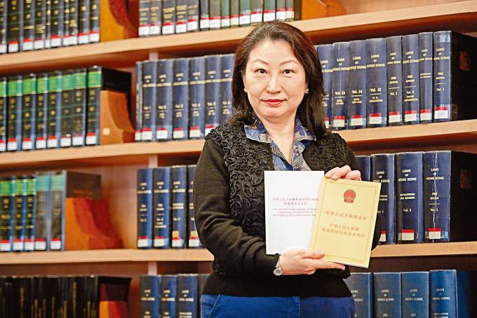 律政司司長鄭若驊表示,很開心看到香港社會回復安全理性包容,市民守法。