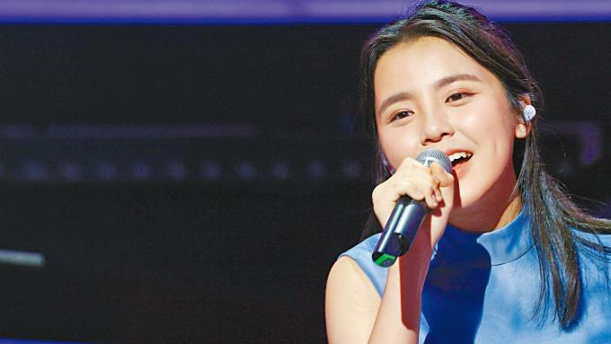 Chantel樣貌、歌聲同樣甜美,擄獲不少粉絲。