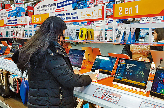 哥倫比亞首都波哥大一家電腦銷售店。