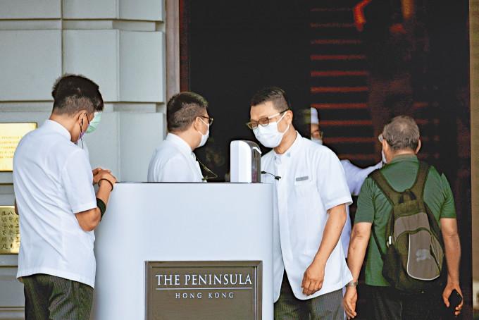 半島酒店要求員工接種疫苗,本月底前酒店未達七成接種率考慮裁員。