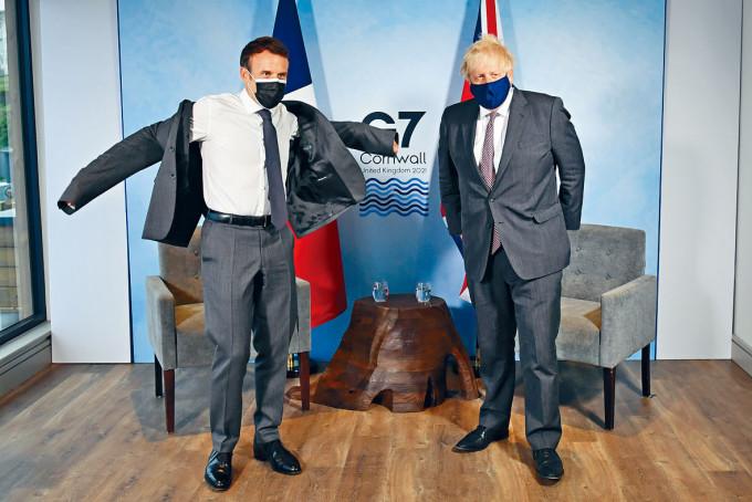 約翰遜與法國總統馬克龍上周六舉行雙邊會談。