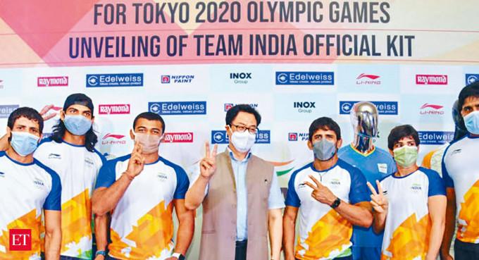 印度奧委會早前公布奧運戰衣。