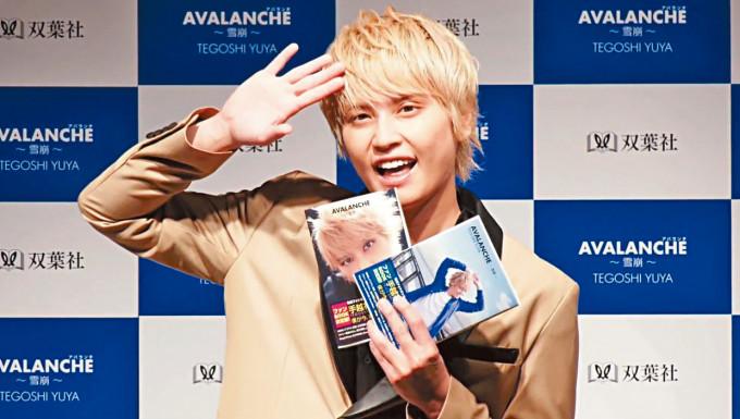 手越祐也下月起連續6個月推出新歌。
