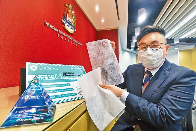 柯俊賢(圖中)及龔劍亮透過研發「C-POLAR」新濾材,奪得電梯募投比賽冠軍頭銜。