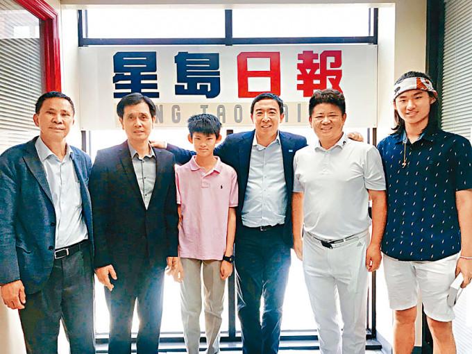 楊安澤(右三)周日到訪紐約《星島日報》。