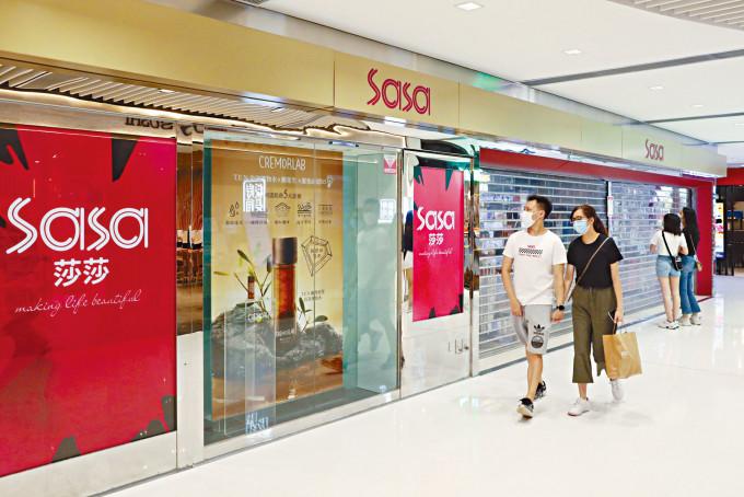 莎莎公布今年4月至6月9日營運數據,期內總營業額按年升55%。其中港澳市場零售銷售升53.5%,同店銷售升56.3%。