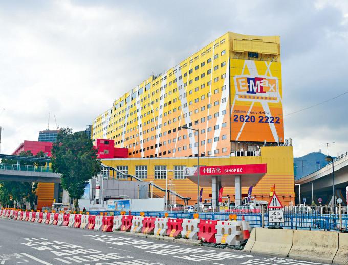 億京等合組財團向合和購入九龍灣國際展貿中心,作價約一百〇五億。
