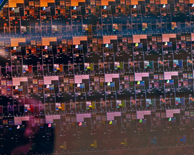 全球晶片嚴重缺貨,電子產品價格有上升壓力。