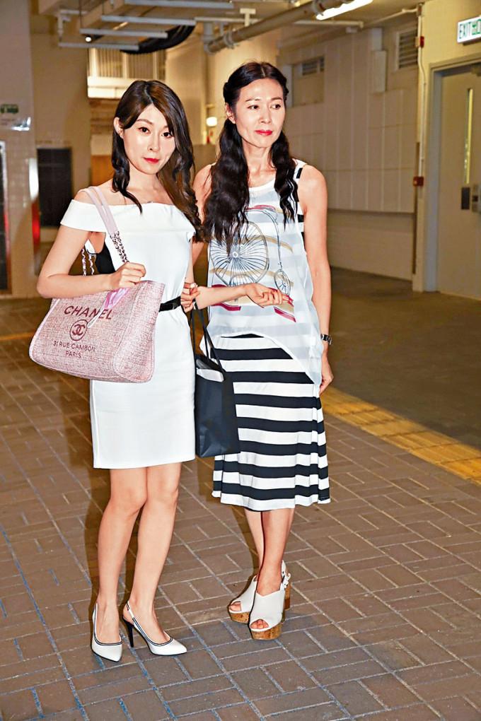 龔敏晴的樣子跟媽媽麥翠嫻很相似。