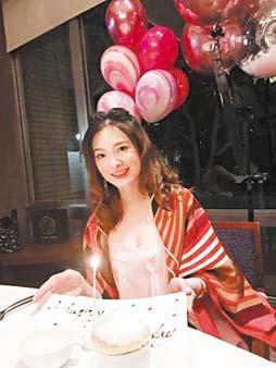 楊麗菁曬出劉真生前照片,緬懷 她。 網上圖片