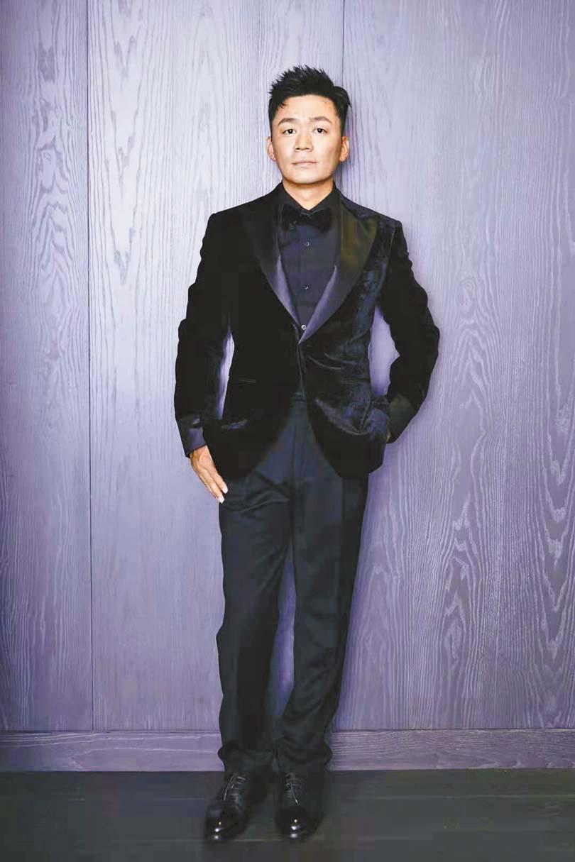 王寶強在自己的生日會 上發言。 網上圖片