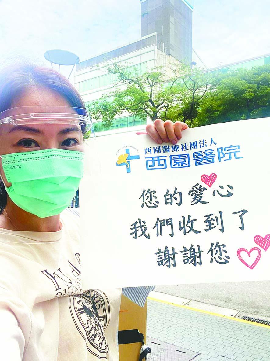 ■賈永婕開心分享醫護收到愛心便當後的喜悅,也 感謝每位堅守在崗位上的抗疫前線英雄。 中央社