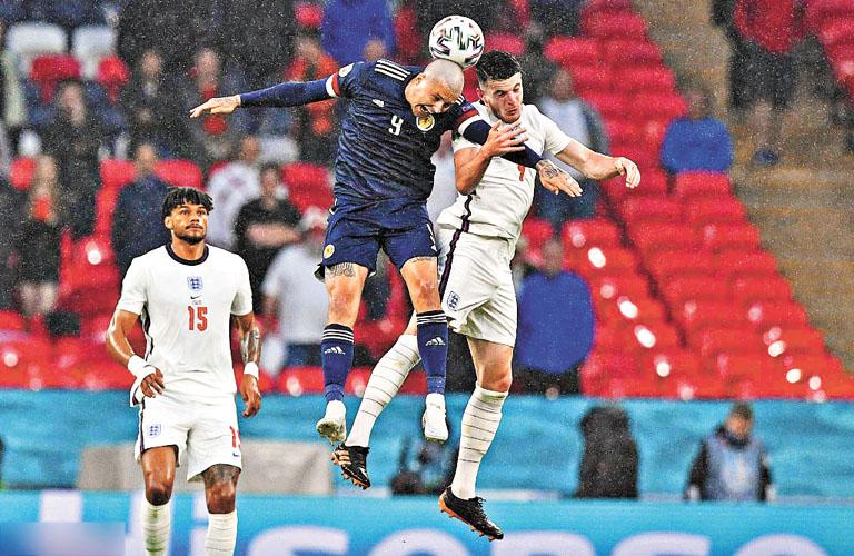 英格蘭隊攻勢猛烈,但只開花不結果,最終悶平蘇格蘭。網上圖片