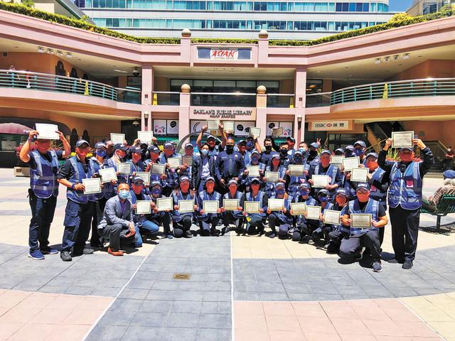 屋崙華埠藍天使義工巡邏隊獲市府嘉獎。記者彭詩喬攝