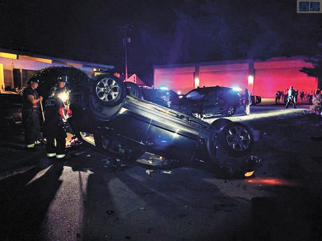 少年劫車後翻車。聖馬刁市警察局