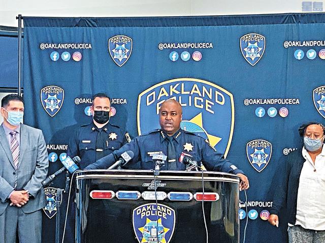 屋崙警察局長阿姆斯特朗就美麗湖槍擊案向媒體報告最新調查進展。屋崙警察局