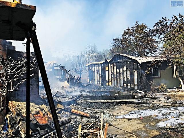 普萊臣山民宅二級火。康縣消防局