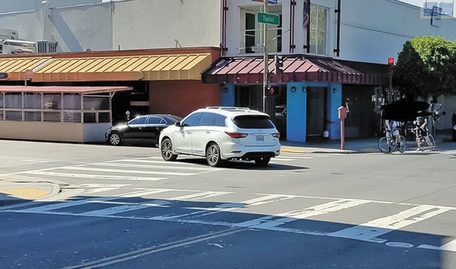 三藩市漁人碼頭附近周一發生車禍,一名女途人重傷送醫。涉事白色Infinity SUV(加州車牌7MJJ084)事後不顧而去。三藩市警方提供