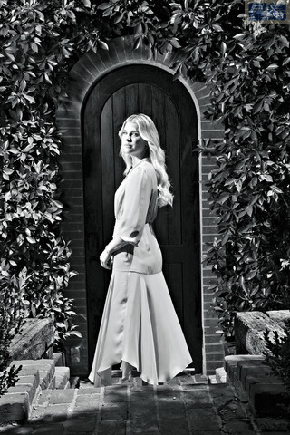 阿曼達·克洛茨 (Amanda Kloots)的自傳,將是新冠時代首批回憶錄。紐約時報/Michelle Groskopf