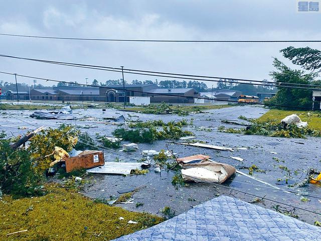 ■阿拉巴馬州受到熱帶風暴吹襲,至少已造成13人死亡。其中在一條州際公路,十多輛汽車在惡劣天氣下相撞,造成9名兒童在內、共10人喪生的慘劇。美聯社